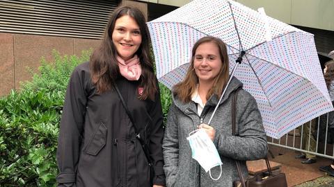 Knapp verpasst: Emmelie Lotzow (li) und Nadine Jöckel haben vergebens gewartet.