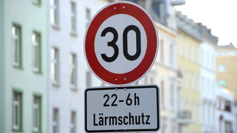 Tempolimit-Schild Tempo 30 - 22 bis 6 Uhr Lärmschutz
