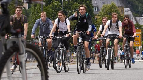 Radfahrer auf einer Straße bei St.Goar