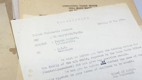 Eine alte Suchanfrage nach Tamara Dziuras Vater Gerhard beim Internationalen Suchdienst aus dem Jahr 1950
