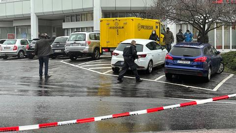 Nach einem Überfall fahndet die Polizei unter Hochdruck nach den Tätern.