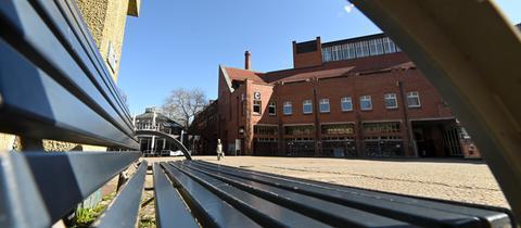Menschenleerer Campus der Uni Kassel