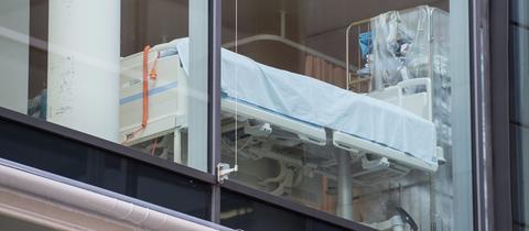 Krankenbett ist im Universitätsklinikum in Frankfurt