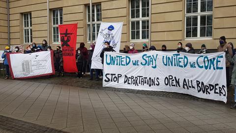 Kundgebung vor dem Verwaltungsgeircht Kassel wegen Klage nach Polizeieinsatz in Witzenhausen