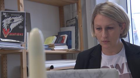 Nadine Beck an ihrem Arbeitsplatz.