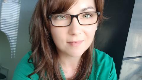 Justyna Kaluzna bei ihrer Arbeit als Krankenschwester