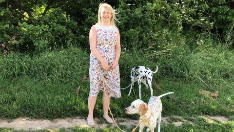 Frauchen Maria Bläser mit ihren Dalmatinern