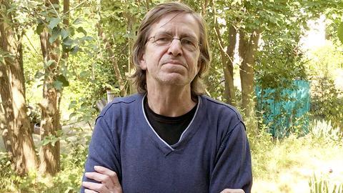 Willi Schmidt in seinem Garten in Ebsdorfergrund-Wittelsberg.