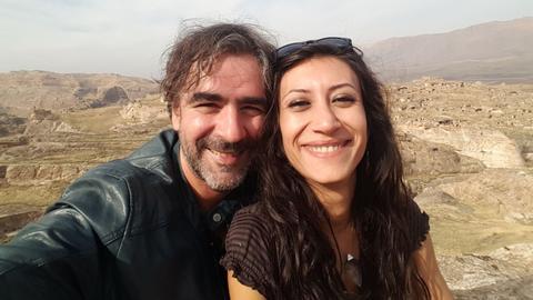 Deniz Yücel mit seiner Frau Dilek Mayatürk-Yücel