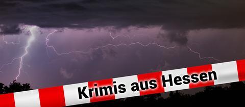 Blitze zeichnen sich am 24.07.2014 am nächtlichen Himmel südlich von Frankfurt am Main (Hessen) bei einem Gewitter ab