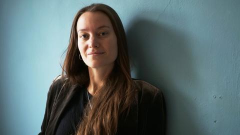 Porträt-Aufnahme von Regisseurin Antiona Kilian
