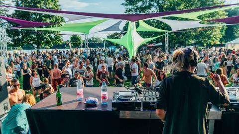 Airpley - Foto vom Festival - DJ mit Publikum
