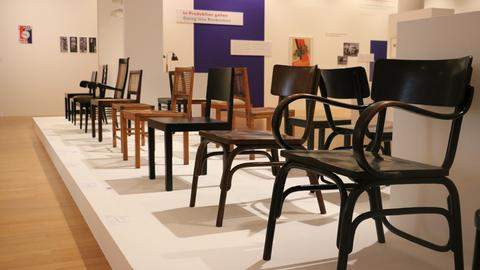 """Blick in die Ausstellung """"Moderne am Main"""""""