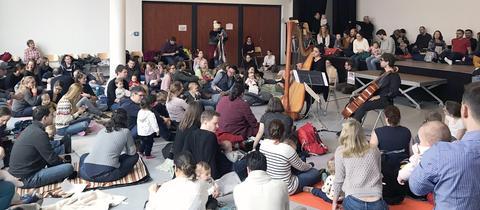 Babykonzert in der Frankfurter Freiherr-vom-Stein-Schule