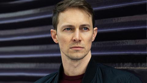 Portrait von Oliver Kienle, dem Drehbuchautor der Serie Bad Banks.