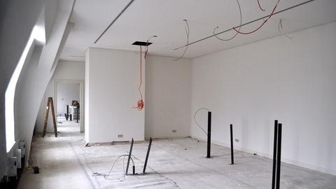 Nackte Wände, Kabel hängen aus der Wand: Noch ist die GrimmsMärchenWelt eine Baustelle.