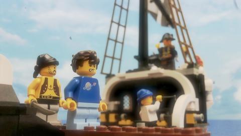 Legomännchen auf einem Schiff