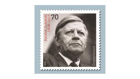 Helmut Schmidt auf der 70-Cent-Sonderbriefmarke der Deutschen Post. 1973 hatte Bossu das Foto gemacht – die Deutsche Post wählte es unter hunderten weiterer Fotos aus, um es auf der Jubiläumsmarke zu Helmut Schmidts 100. Geburtstag zu veröffentlichen.