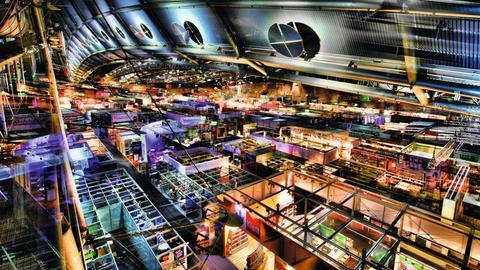 Die Halle 3.1 der Buchmesse 2014 bei Nacht
