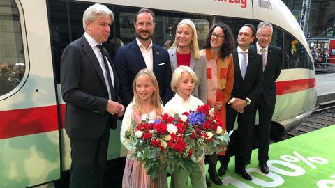 Norwegisches Kronprinzenpaar am Frankfurter Hauptbahnhof