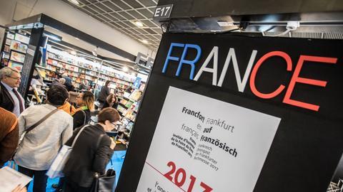 """Schriftzug """"France"""" auf der Frankfurter Buchmesse"""