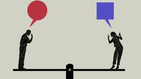 Zwei Schattenfiguren stehen sich auf einer Wippe gegenüber und reden aufeinander ein.