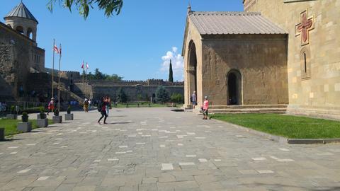 Wenige Kilometer außerhalb von Tiflis liegt die Stadt Mzcheta. Die Swetizchoweli-Kathedrale war Krönungs- und Grabeskirche.