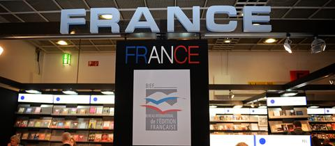 Stand mit der Beschriftung France auf der Frankfurter Buchmesse