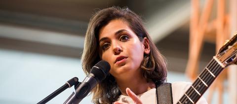 Die britisch-georgische Sängerin Katie Melua bei ihrem Auftritt auf der Frankfurter Buchmesse.