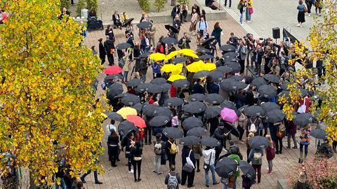 """Mahnwache """"Regenschirme für die Meinungsfreiheit"""""""