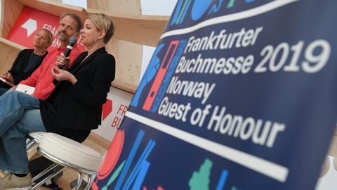 Norwegisches Autoren-Trio: Linn Ullmann (r), Maja Lunde (l) und Erling Kagge