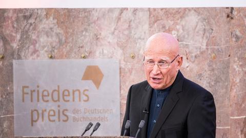 Friedenspreisträger Salgado bei seiner Dankesrede in der Paulskirche.