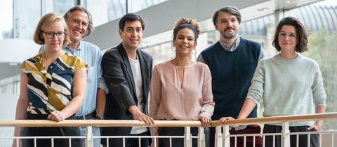 Die sechs nominierten Autorinnen und Autoren für den Deutschen Buchpreis: Raphaela Edelbauer, Norbert Scheuer, Tonio Schachinger, Jackie Thomae, Sasa Stanisic und Miku Sophie Kümel