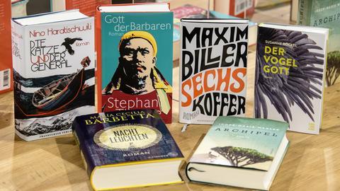 Die sechs Titel, die auf der Shortlist für den Deutschen Buchpreis 2018 stehen.