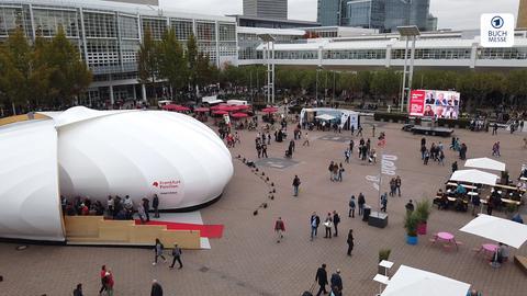 Ein Blick auf die Agora der Frankfurter Buchmesse
