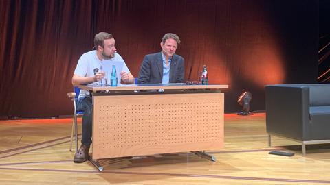 Synchronsprechern Manuel Straube (Bilbo Beutlin, l.) und Timmo Niesner (Frodo Beutlin)