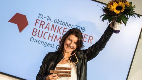 Monika Pfundmeier erhält den Deutsche Selfpublishing-Preis 2018.