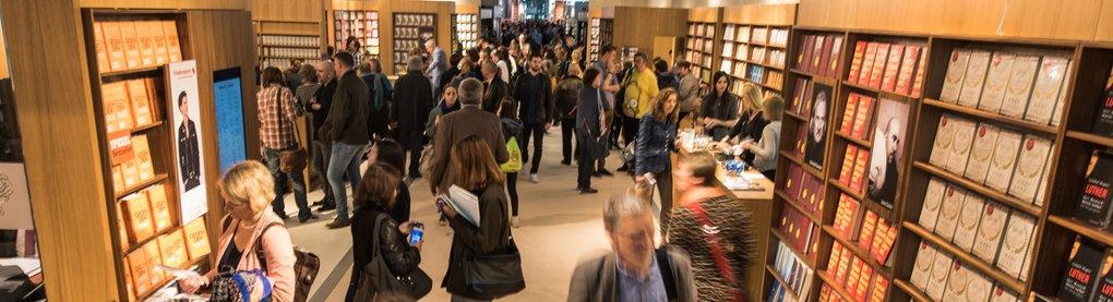Blick in Messehalle bei Frankfurter Buchmesse