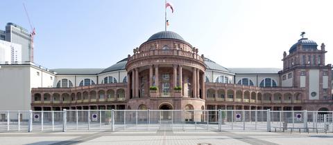 Festhalle Frankfurt von außen
