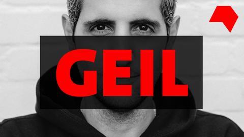 Portrait-Foto von Michel Abdollahi - davor ein roter Balken mit Aufschrift GEIL