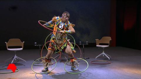 Weltmeister im Hoop Dance bei seinem Auftritt bei der Canada-Night in Frankfurt.