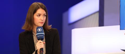 Julia Ebner auf der ARD Bühne