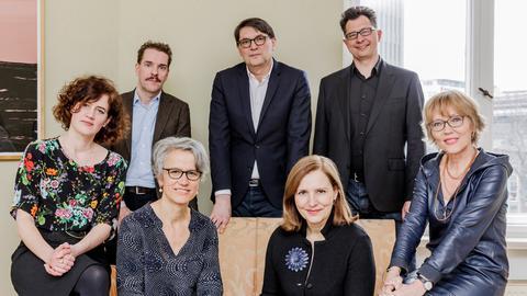 Die Buchpreis-Jury (v.l.n.r.): Christine Lötscher, Paul Jandl, Marianne Sax, Christoph Bartmann, Tanja Graf, Uwe Kalkowski, Luzia Braun