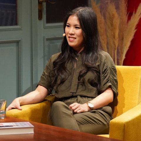 Wissenschaftsjournalistin und Youtuberin Mai Thi Nguyen-Kim auf der ARD-Buchmessenbühne.