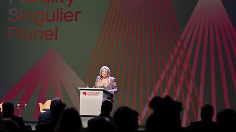 Mary May Simon, Generalgouverneurin von Kanada, spricht während der Eröffnungsfeier.