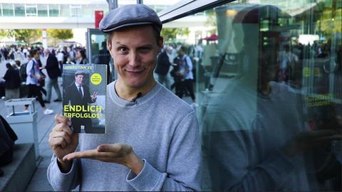 """""""Sebastian 23"""" mit seinem neuen Buch """"Endlich erfolglos!""""."""