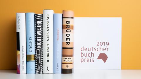 Die Buchrücken der nominierten Shortlist-Titel