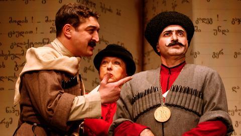 """Szene aus dem georgischen Theaterstück """"Bakulas Schweine"""""""