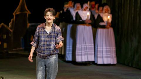 Schauspielerin Carina Zichner in einer Szene aus Krabat im Schauspiel Frankfurt