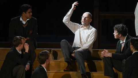 """eine Szene aus dem Theaterstück """"Der Club der toten Dichter"""" bei den Bad Hersfelder Festspielen"""